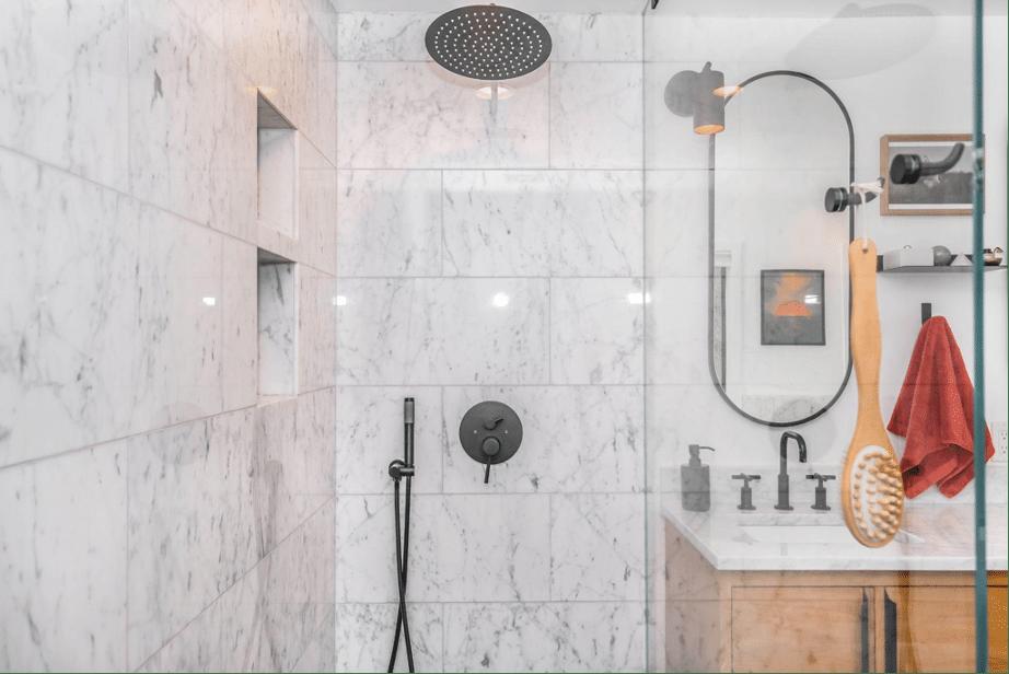 Cómo limpiar bien una mampara de baño o ducha